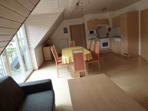 Ferienwohnung Lavendel – Küche mit Essplatz (4-10 Personen)