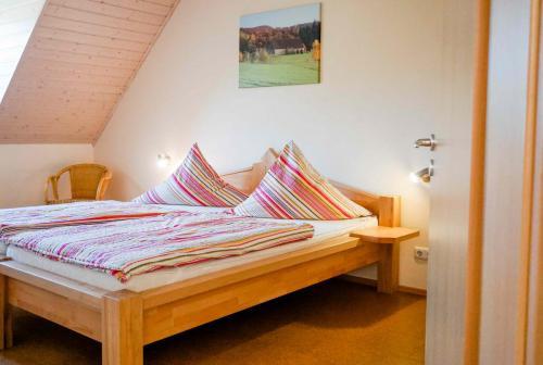 Ferienwohnung Lavendel – Schlafzimmer 2 - extra lange Betten für große Gäste