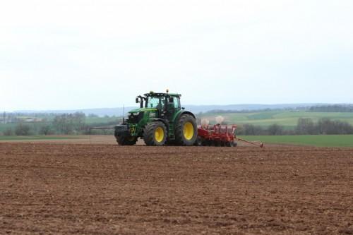 Aussaat von Zuckerrüben mit einer Kverneland Optima HD eDrive